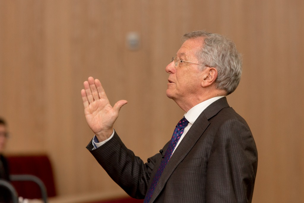 Sir David King speaking to students and staff at the University of Nottingham , side profile.