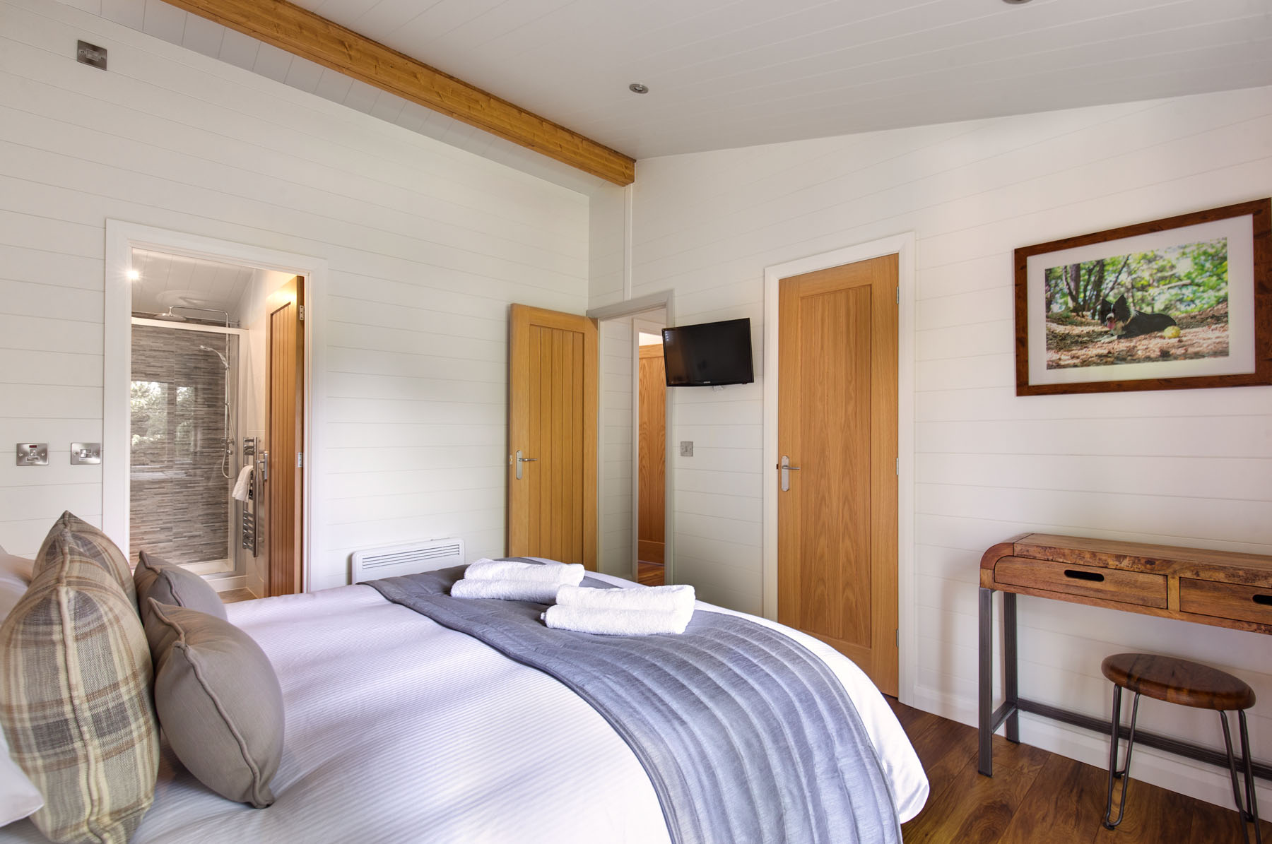 Lodge bedroon and en suite