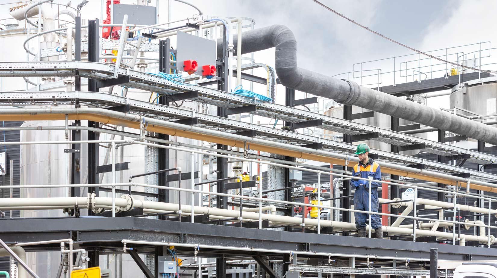 Industrial-photoshoot-engineer-inspects-valve