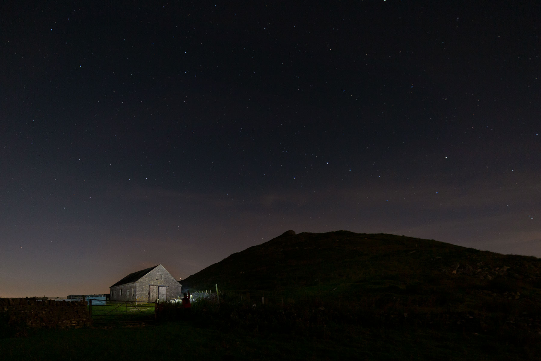 Barn in front  of thorpe cloud on stary nigh